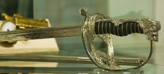 """Expoziţie temporară """"Armele de-a lungul timpului"""" la Muzeul de Istorie şi Arheologie din Piatra Neamţ"""