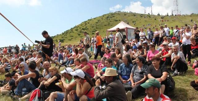 Târgul de Fete de pe Muntele Găina – cea mai mare sărbătoare populară din România